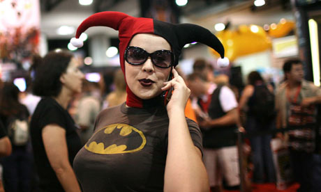 It'll be a few days before the really awesome pics come along, so let's all ogle at this Harley Quinn cosplayer...who I hope is female